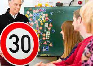 תמרורים, חוקים, טיפים ועצות שימושיות בקורס לנהיגה מונעת