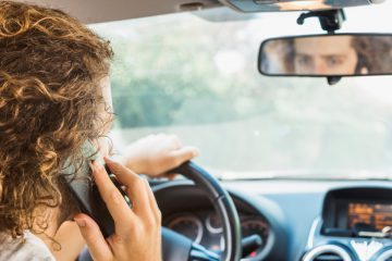שימוש בטלפון נייד בנהיגה