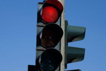 מעבר באור אדום בנהיגה